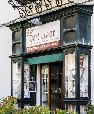 Vetrina Caffe dell'Arte a Modica.